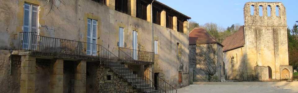Le Moulin des Barreaux Neufs et l'église du XIe siècle